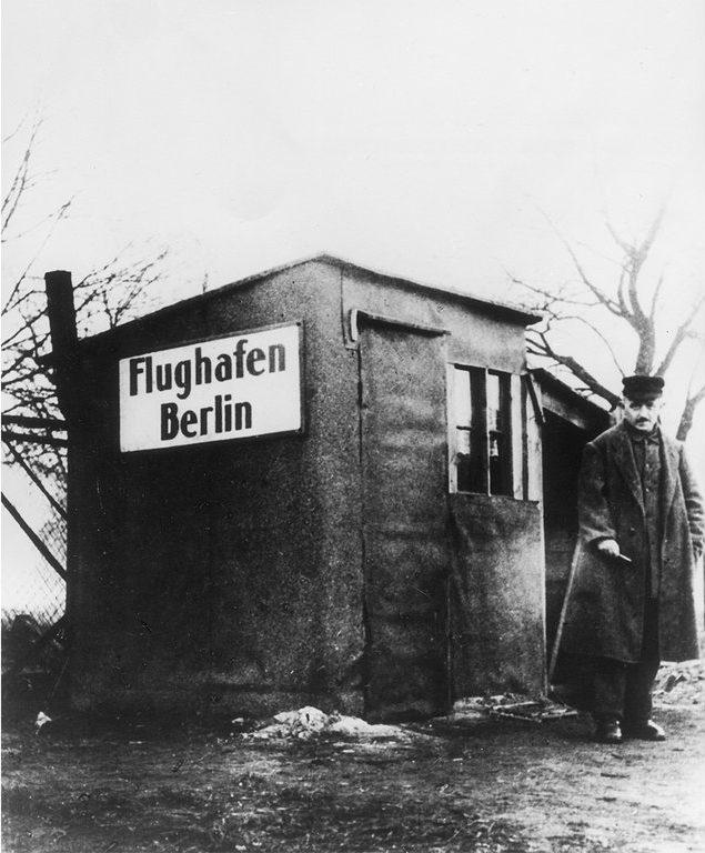Erste Abfertigungsstation am Flughafen Tempelhof 1923